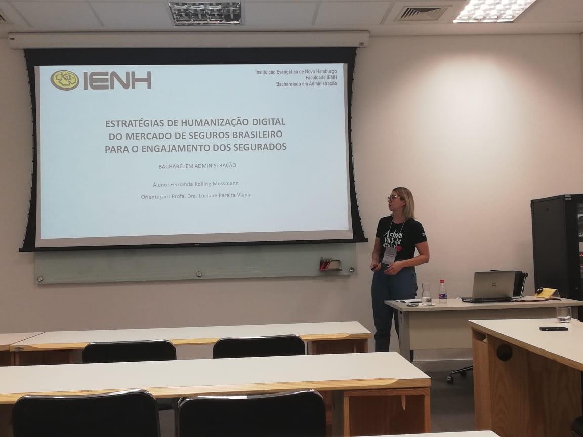 Acadêmica da Faculdade IENH apresenta artigo na Conferência do Pensamento Comunicacional Brasileiro