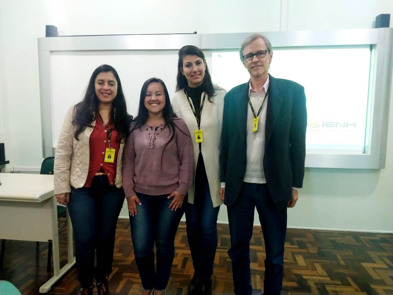 Acadêmicas de Psicologia apresentam TCCs