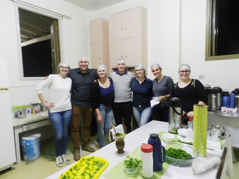 Acadêmicos aprendem sobre Administração cozinhando