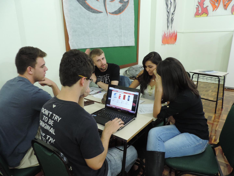 Acadêmicos criam produtos sustentáveis e desenvolvem o trabalho em grupo