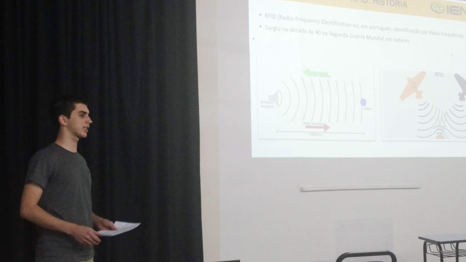 Acadêmicos da disciplina de Introdução a Redes de Computadores apresentam artigos