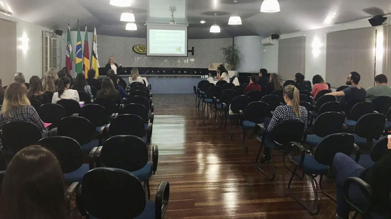 Acadêmicos de Psicologia apresentam projetos para bancas de avaliação