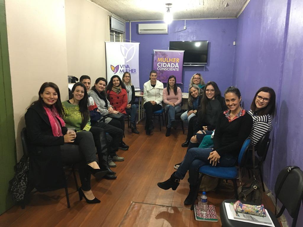 Acadêmicos de Psicologia da IENH participam de capacitação no Centro Viva Mulher