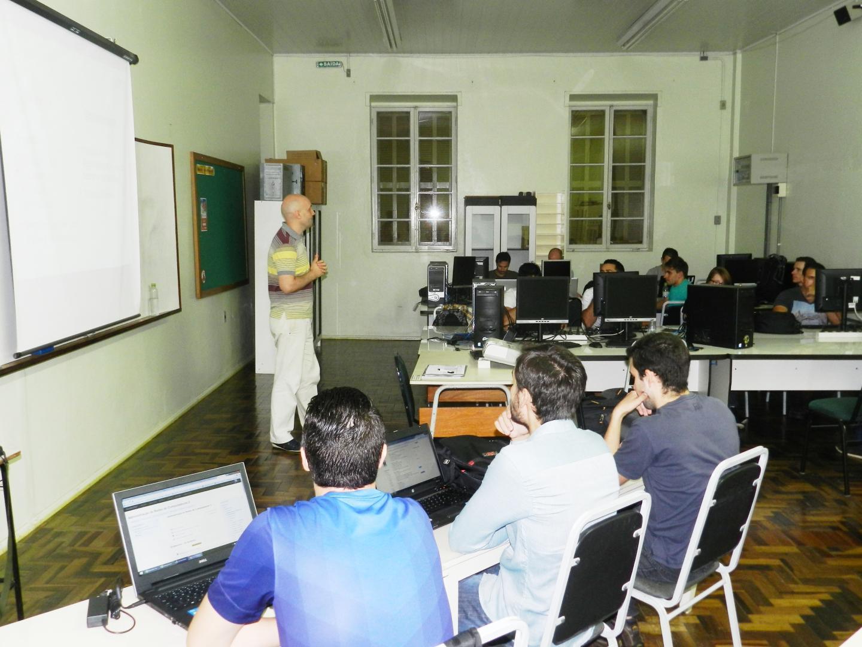 Acadêmicos de Redes de Computadores são beneficiados com investimentos em tecnologia na IENH