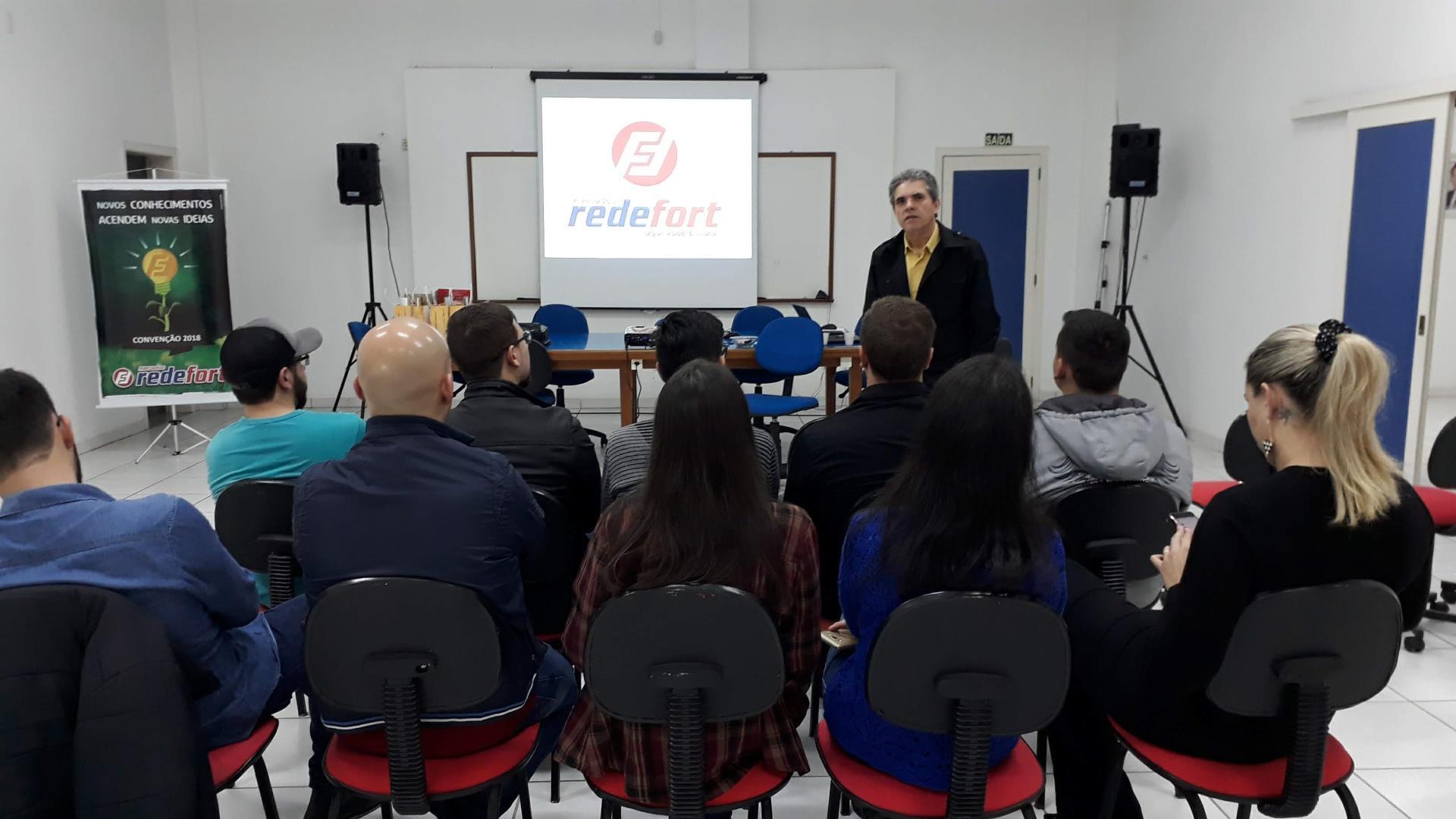 Acadêmicos realizam pesquisa de campo na sede administrativa da RedeFort Mercados