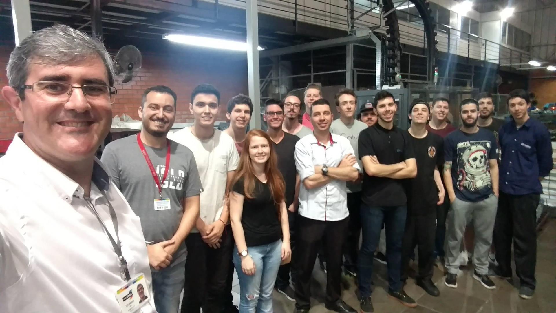Acadêmicos realizam visita técnica na sede do Grupo Editorial Sinos
