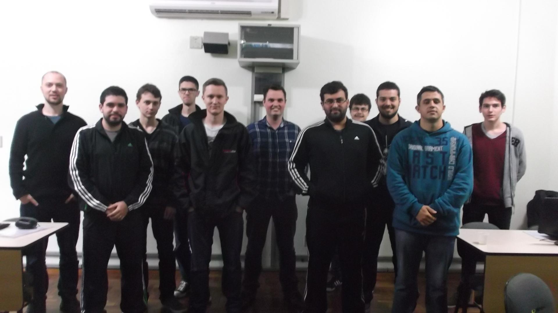 Alunos recebem certificados do Curso de Extensão em Linux
