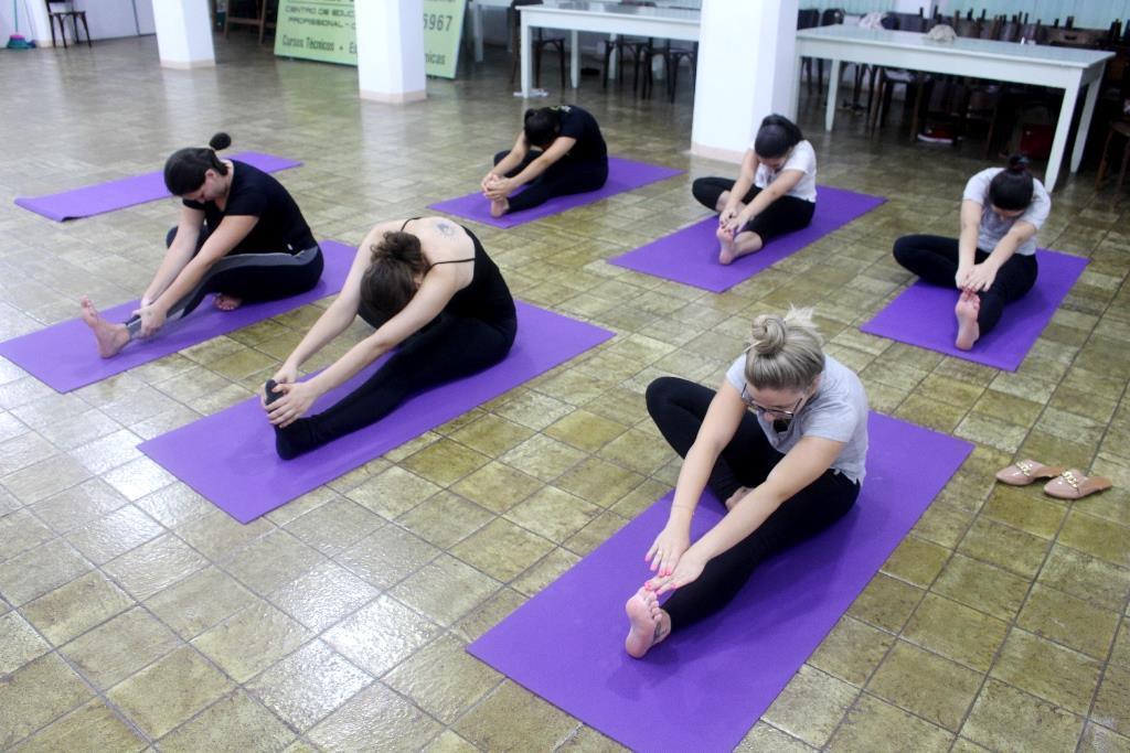 Atividades das Trilhas de Aprendizagem da Faculdade IENH iniciam com prática Hatha Yoga