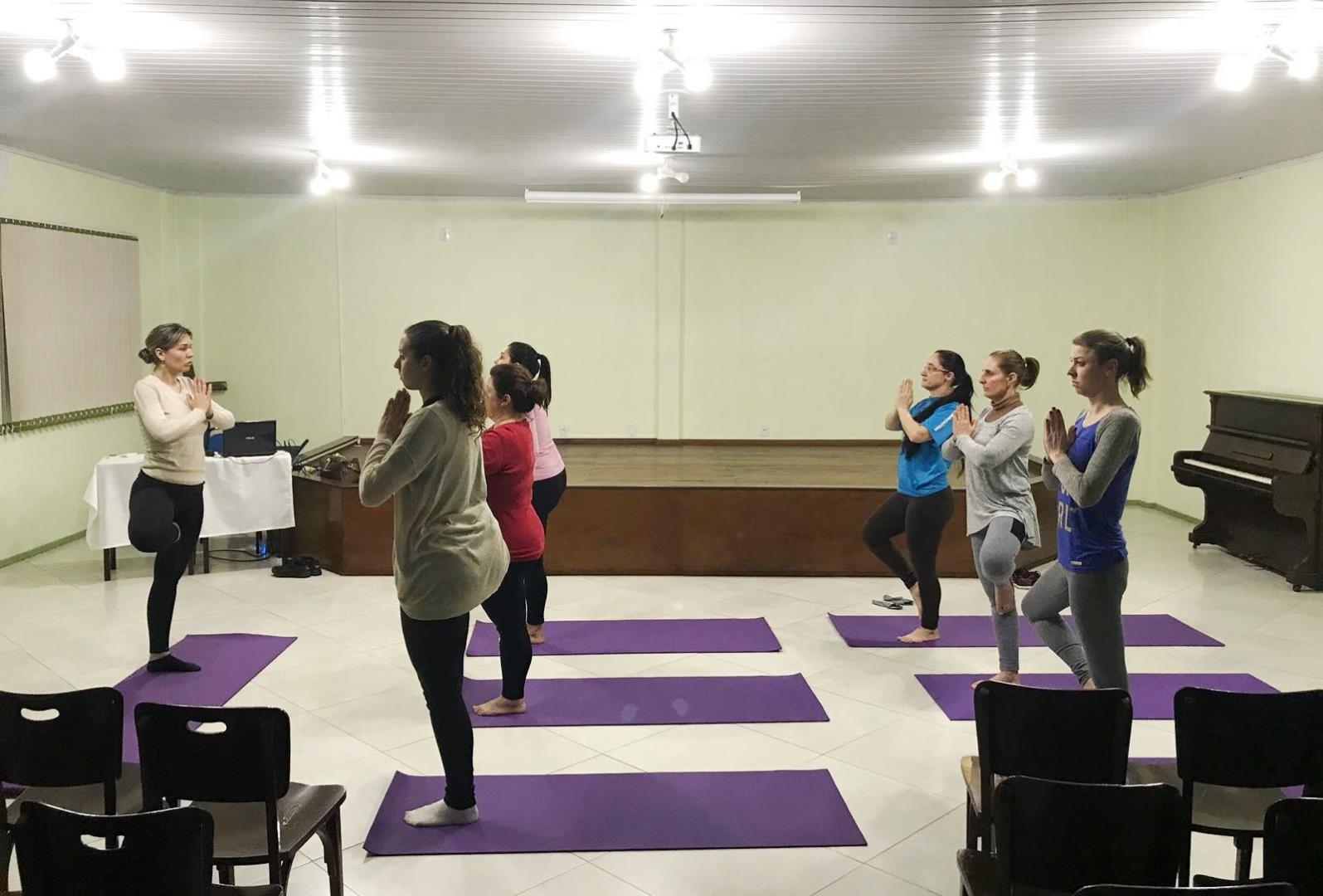 Atividades do segundo semestre das Trilhas de Aprendizagem da Faculdade IENH iniciam com Hatha Yoga