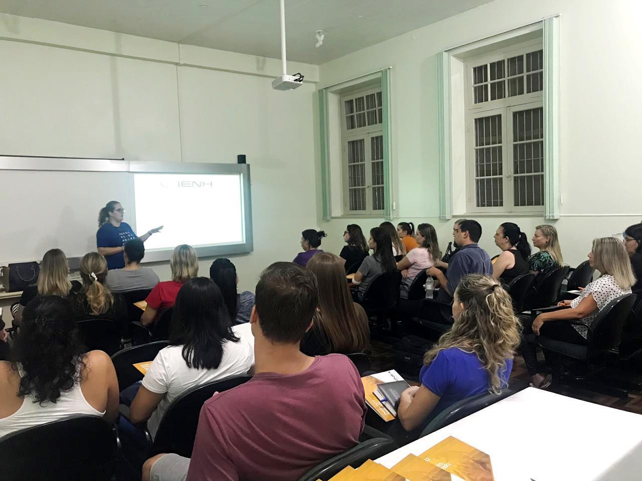 Aulas da formação gratuita em Libras iniciam na Faculdade IENH