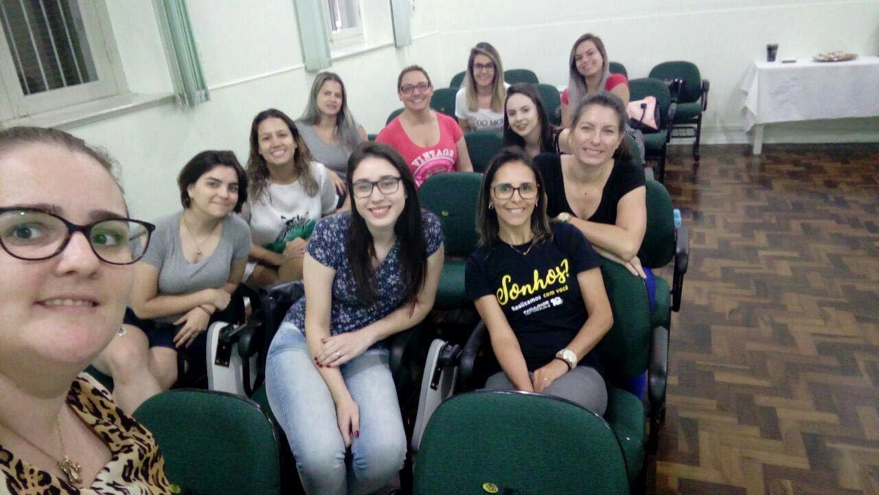 Aulas de Libras no projeto Trilhas de Aprendizagem da Faculdade IENH