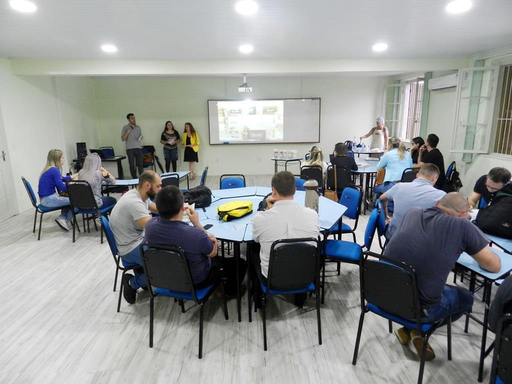 Cases sobre inteligência nos negócios são apresentados por acadêmicos da Faculdade IENH