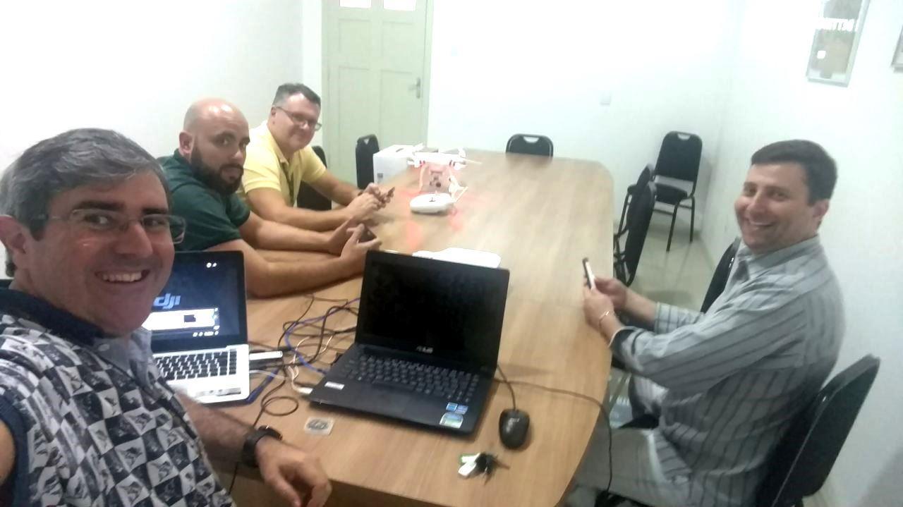 Colaboradores da IENH participam de treinamento para uso de drones