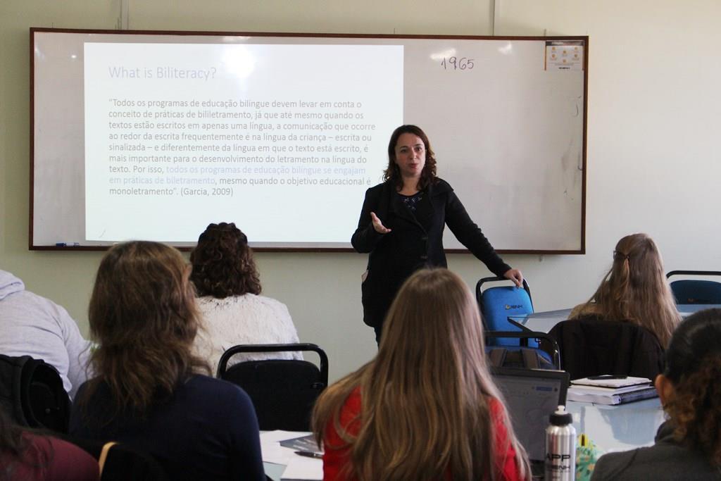 Curso Alfabetização e Letramento de Crianças Bilíngues acontece na Faculdade IENH