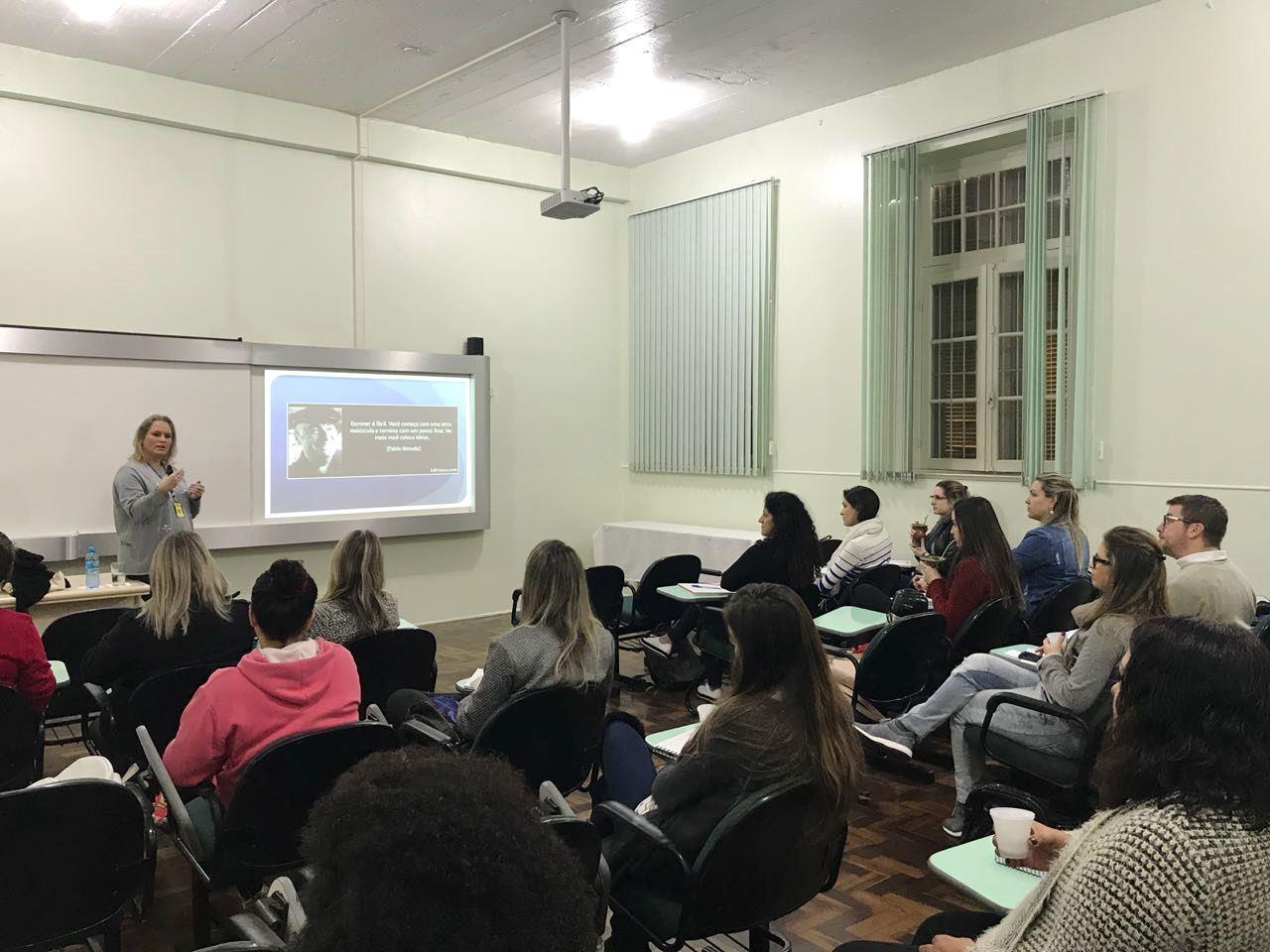 Curso de Extensão sobre escrita acadêmica acontece na Faculdade IENH