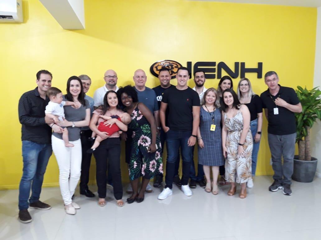 Egressos da Faculdade IENH comemoram os resultados obtidos no ENADE