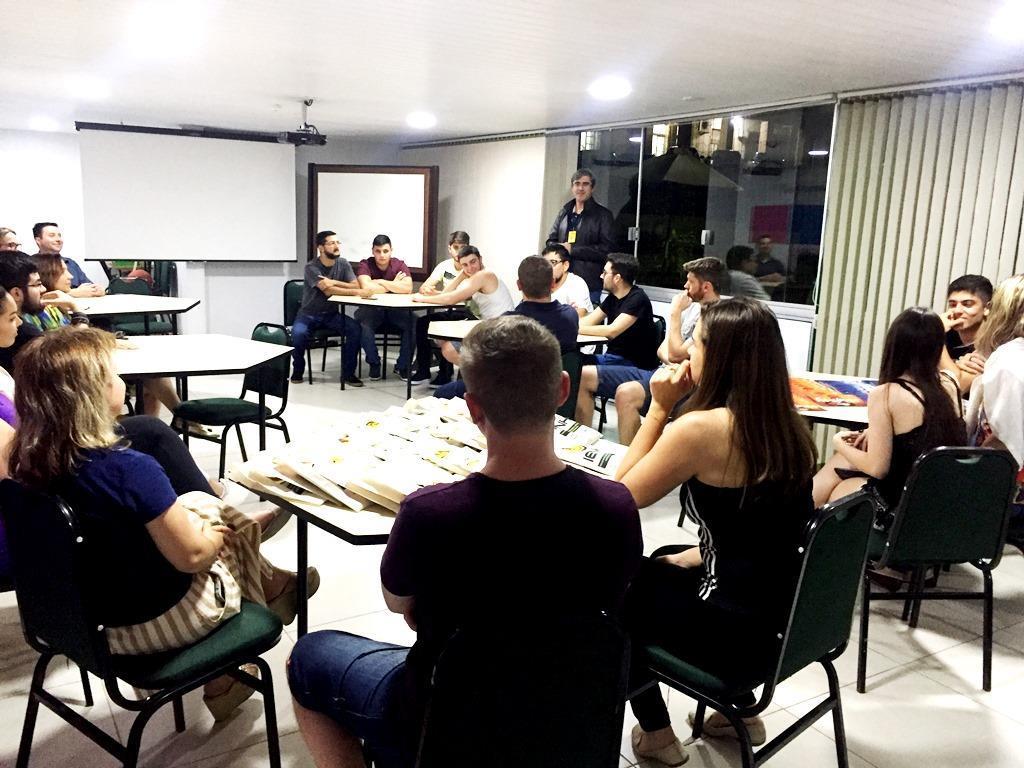 Estudantes dos Cursos Técnicos e Faculdade participam de lançamento de materiais institucionais