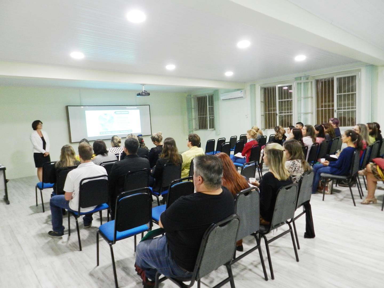 Evento gratuito sobre bilinguismo é promovido na IENH