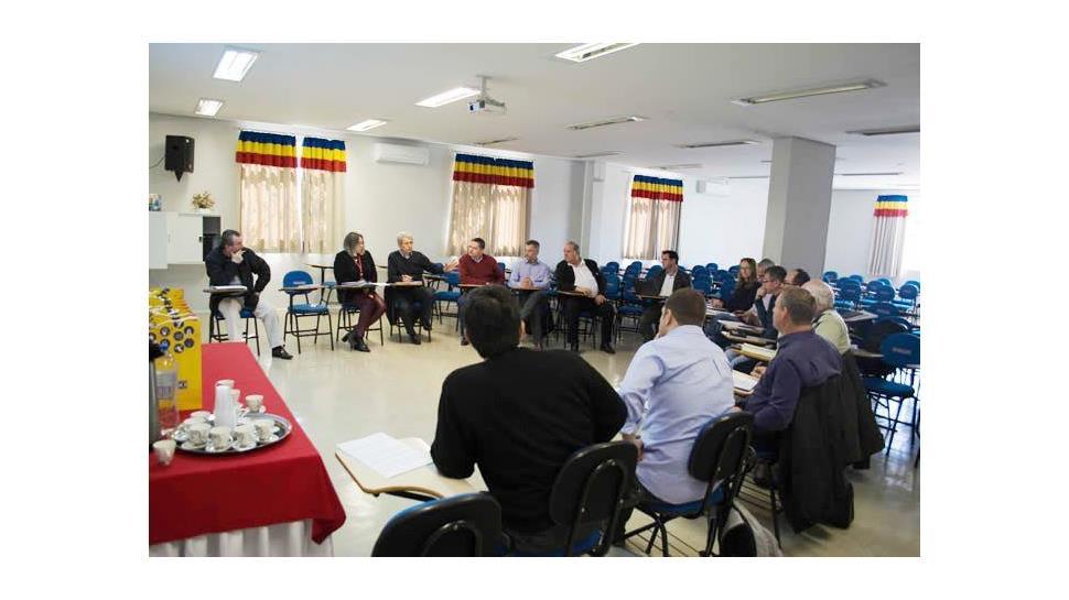 Faculdade IENH participa da reunião do Fórum das Faculdades Comunitárias