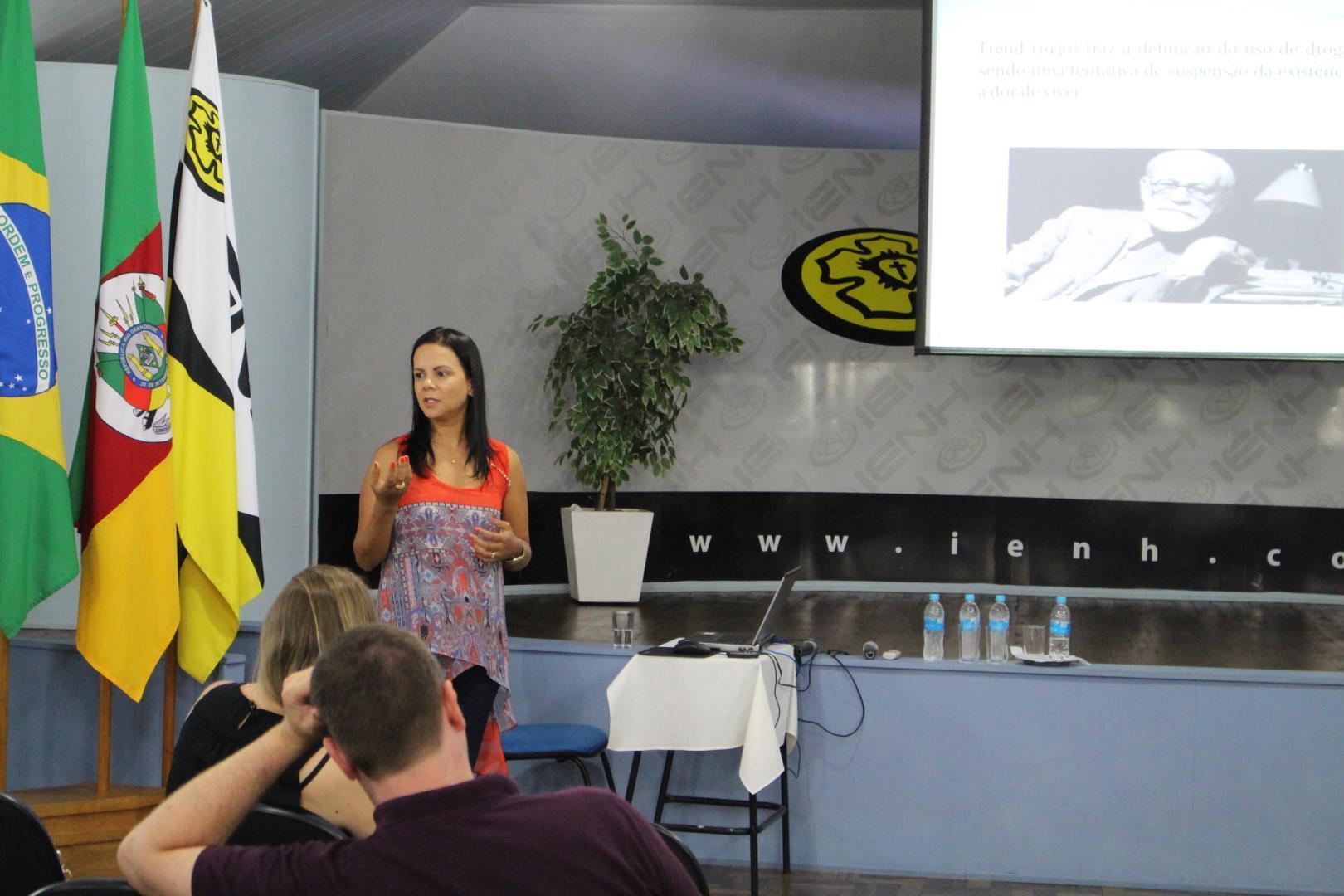 Faculdade IENH promove Aula Aberta sobre Transtornos Relacionados ao Uso de Substâncias Psicoativas