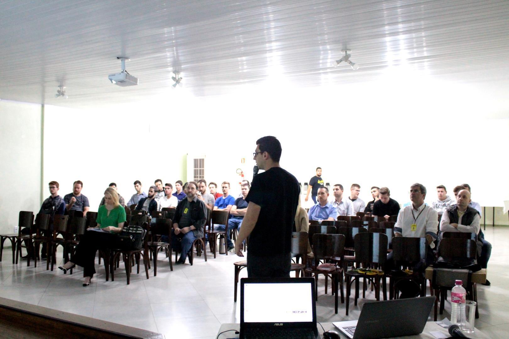 Faculdade IENH promove evento para comemorar o Dia do Profissional de Informática