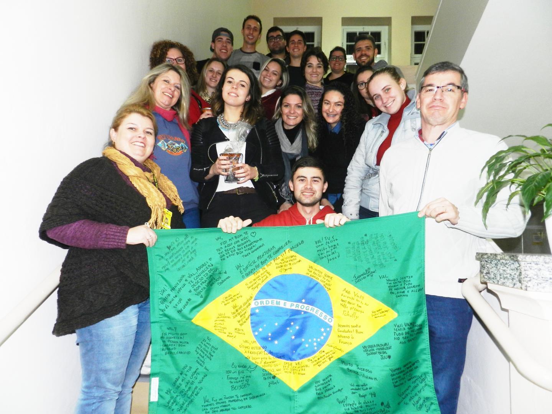 Faculdade IENH recebe intercambista francesa