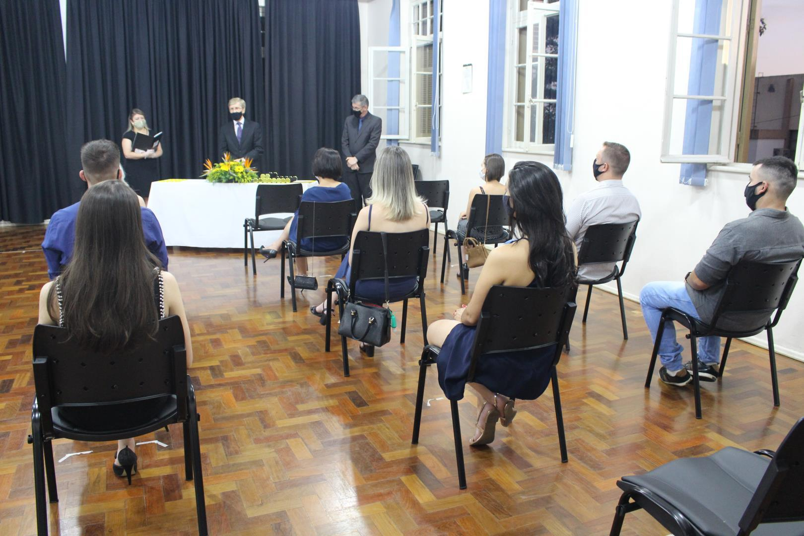 Formatura de gabinete ocorre na Faculdade IENH