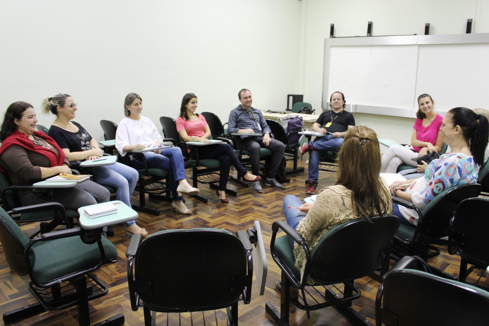 Grupo que discute ações sobre direitos humanos e educação reúne-se na Faculdade IENH