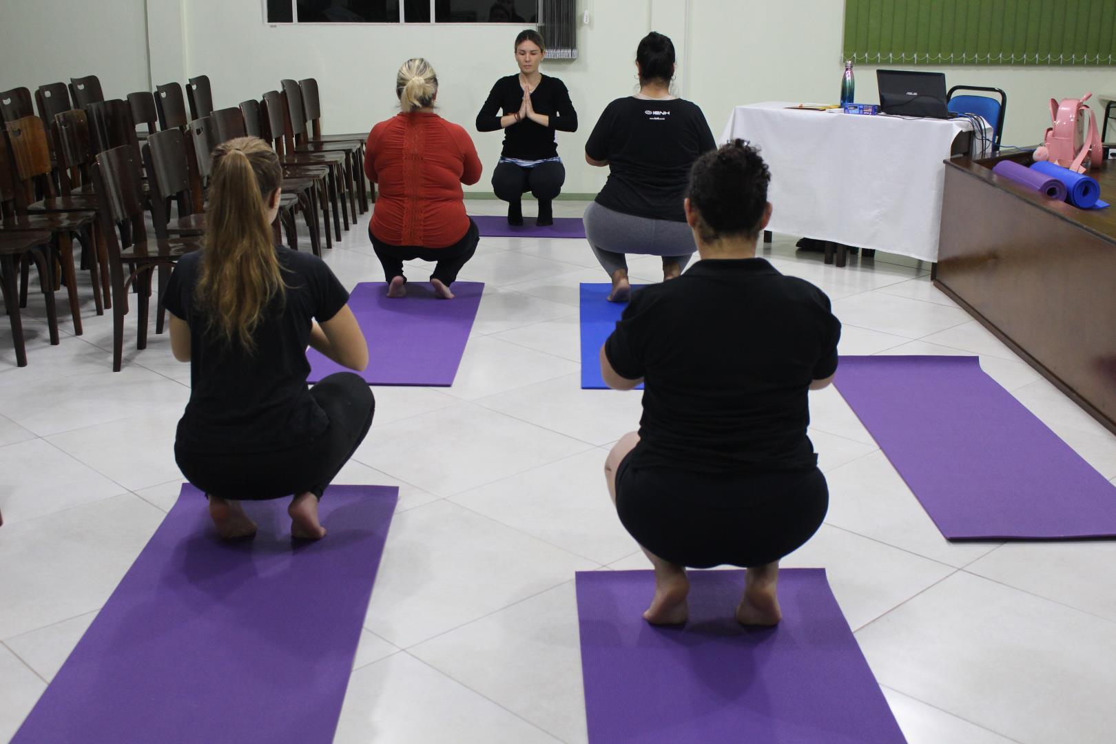 IENH oferta aulas de Hatha Yoga como Trilha de Aprendizagem