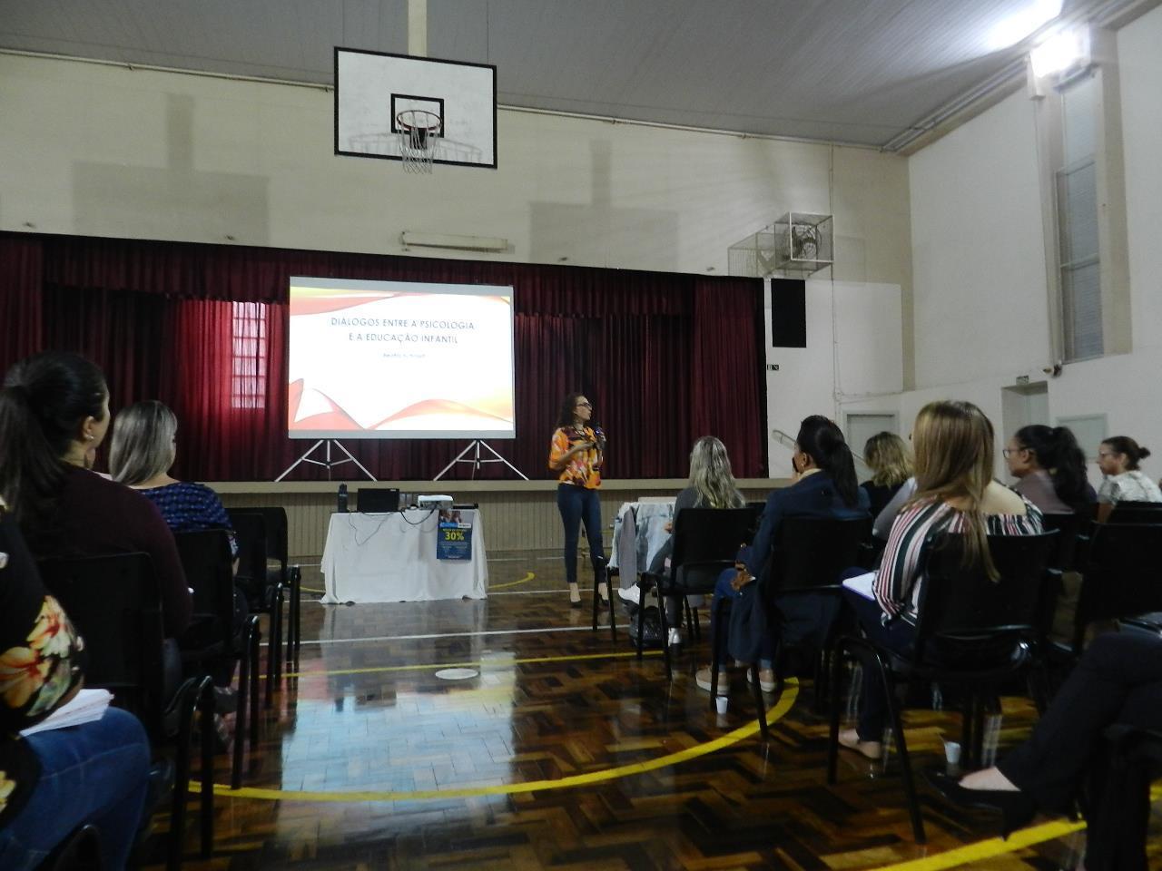 Palestra promovida pela Faculdade IENH debate a abordagem Pikleriana na Educação Infantil