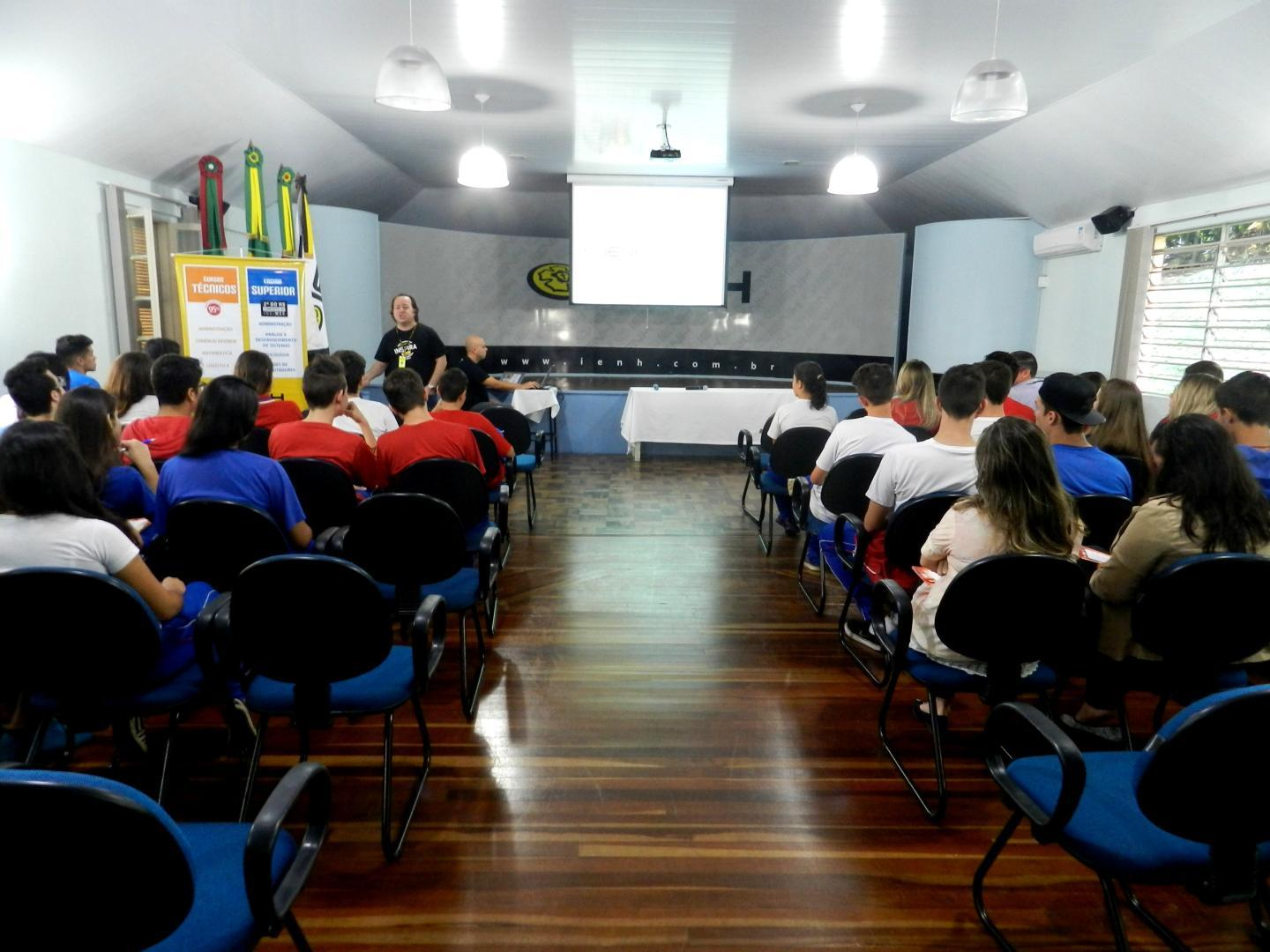 POP capacita estudantes do Instituto Estadual La Salle