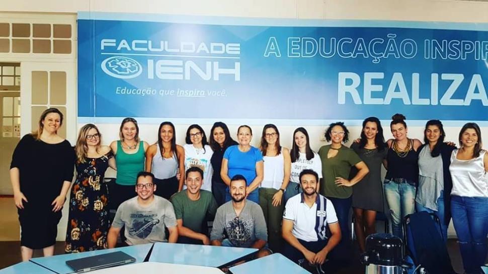 Professora de São Paulo ministra aula na Especialização em Educação Bilíngue e Cognição