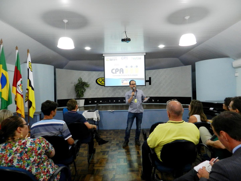 Professores dos Cursos Técnicos e da Faculdade IENH reúnem-se em Seminário