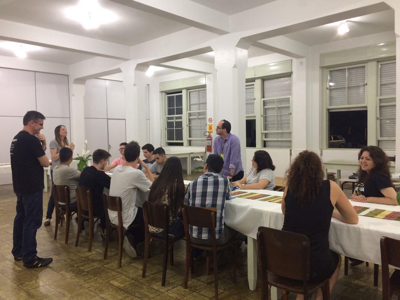 Reunião para divulgar oportunidades da Faculdade IENH à ex-alunos dos Cursos Técnicos