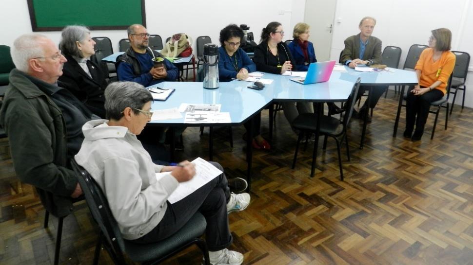 Reunião para revisar e planejar o projeto Gota D'água