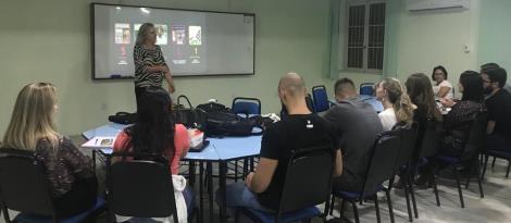 Acadêmicos de Administração participam de palestra sobre trajetória empreendedora