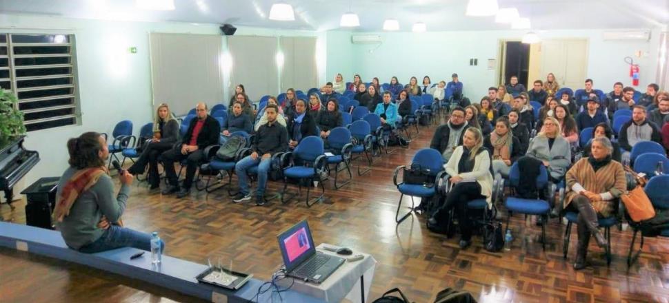 """Curso de Extensão da IENH debate a """"psicologia positiva: felicidade no trabalho?"""""""