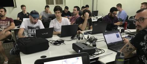Estudantes da Faculdade IENH utilizam metodologias ativas para detalhar plano de ensino