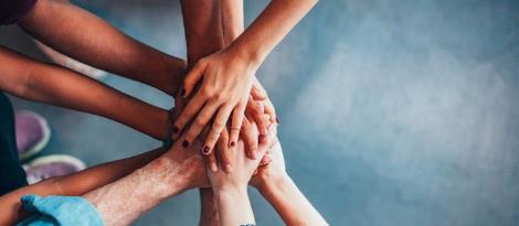 Estudantes e colaboradores da IENH realizam ação comunitária