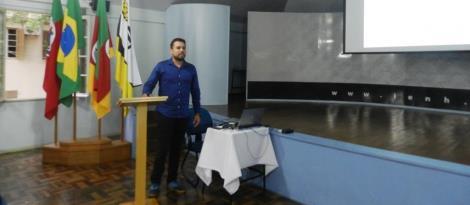 Professora e egresso do Curso de Administração publicam artigo